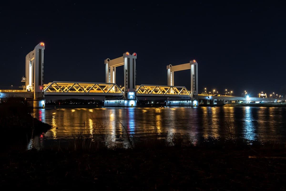 Tijdelijk treinen over de Botlekbrug